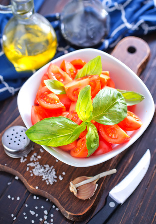 salad with tomato photo
