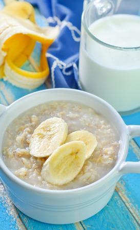 oat flakes with banana photo