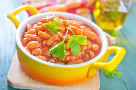 beans with tomato sauce photo