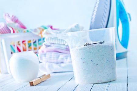 моющее средство для прачечной шайбой Фото со стока
