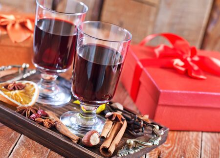 mulled wine spice: mulled wine with spice on a table Stock Photo
