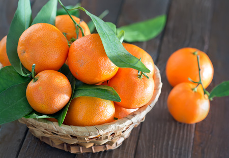 tangerines: fresh tangerines, tangerines on the wooden table