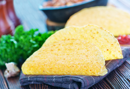 tortilla de maiz: Tacos - en mexicano tortilla de maíz amarillo, tortilla vacío