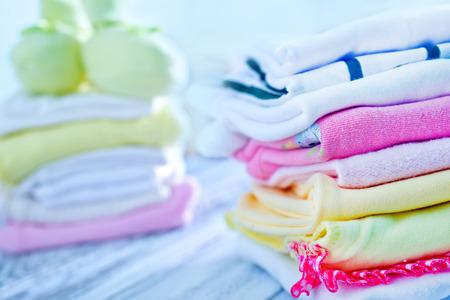 아기 옷, 여자 아기 옷, 신생아 옷 스톡 콘텐츠