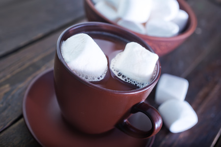marshmellow: cocoa drink with marshmellow on the wooden table
