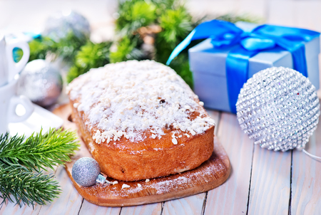 spice cake: christmas cake with spice on the wooden table