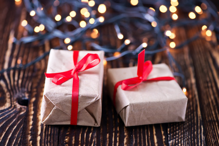 聖誕背景,桌子上的聖誕裝飾 版權商用圖片