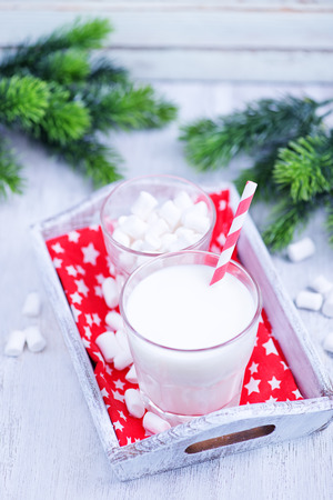 marshmellow: fresh milk and marshmellow on white tray and on a table