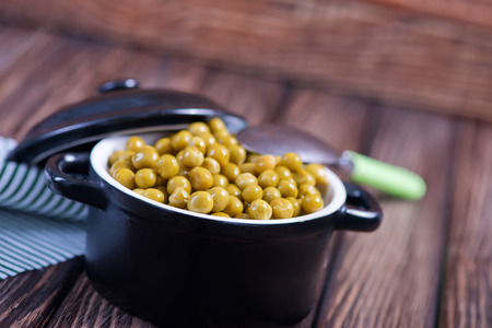 canned peas: green peas in bowl and on a table