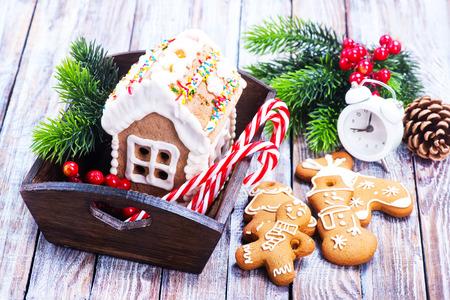 galletas de jengibre: christmas cookies on a table, ginger cookies Foto de archivo