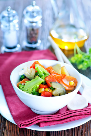 cebollines: vegetables in bowl and on a table Foto de archivo