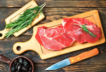 아로마 향신료와 바다 소금으로 만든 생고기 스톡 콘텐츠