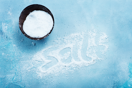 sel: salt on a table, white sea salt Stock Photo