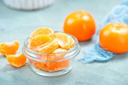 mandarina: fresh tangerines in bowl on a table Stock Photo