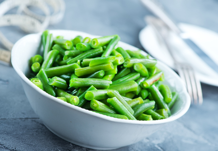 green bean: green beans in bowl on a table