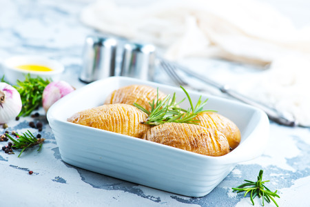 baked potato with rosemary and garlic in bowl Reklamní fotografie