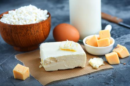 Lait, beurre et fromage sur une table. Stock photo Banque d'images - 79447611