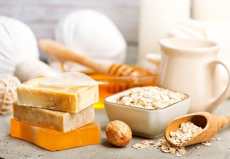 Produits de spa sur une table, photo stock Banque d'images - 80796797