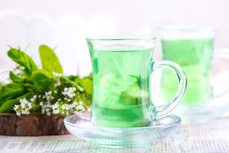 thee: fresh tea in cups and on a table Stock Photo