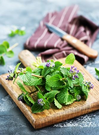 Aroma kruid aan boord en op een tafel Stockfoto