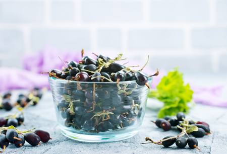 black currant in bowl and on a table Zdjęcie Seryjne