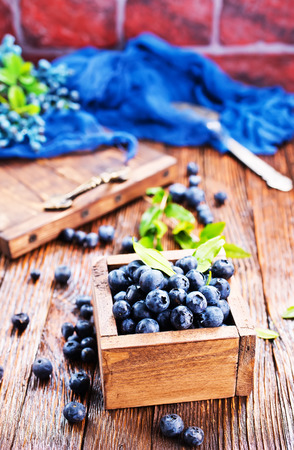 blueberry in wooden box and on a table Zdjęcie Seryjne - 82428818