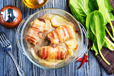 baked roll with bacon and cheese in bowl Banco de Imagens