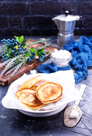 pancakes with blueberry on the plate and on a table Banco de Imagens