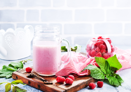 Raspberry Smoothie in glass bank – stock image