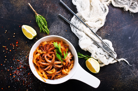 fried spaghetty with shrimp and aroma spice