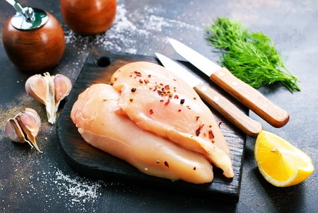 raw chicken fillets with spice on the plate 스톡 콘텐츠
