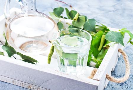 ガラスの白樺の木ジュース、ストック写真