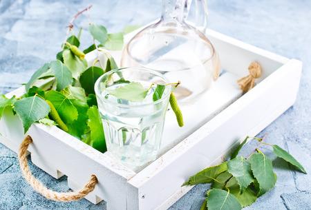 ガラスで白樺の木ジュース