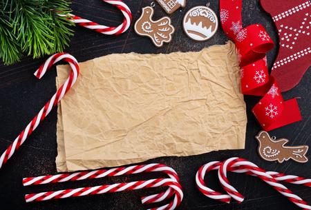 Fond de Noël, décoration de Noël sur une table, stock photo Banque d'images - 89315233