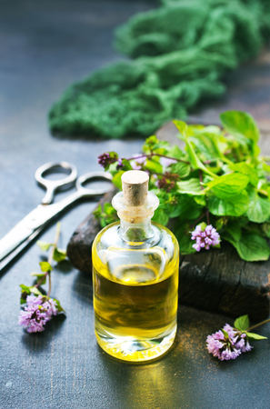 mint oil in bottle and on a table Banco de Imagens - 89315460