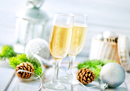 Kerstmisachtergrond, Kerstmisdecoratie en champagne Stockfoto