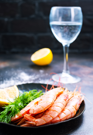 Platter of cooked shrimps with lime and parsley