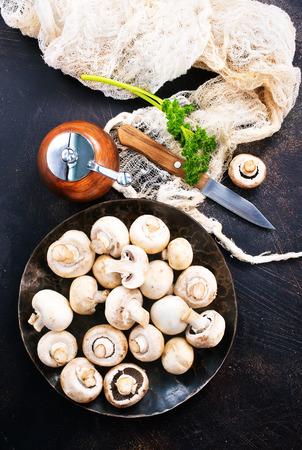 raw mushrooms, raw champignons, champignons on a table Banco de Imagens