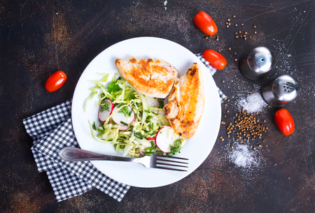 salad with grilled chicken breast, diet food, stock photo Stockfoto
