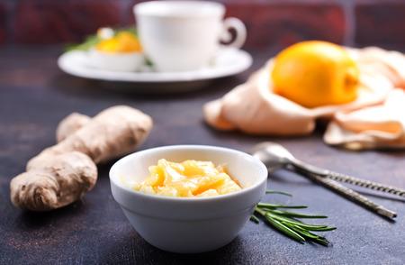 Honey in white bowlr, ginger and lemon on dark background Stok Fotoğraf