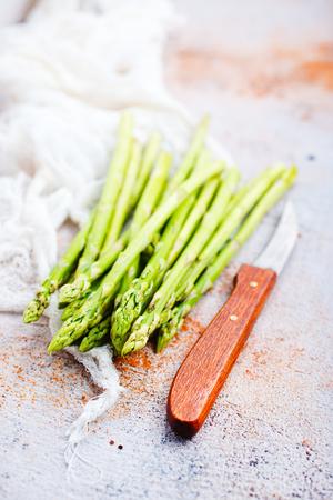 asparagus on atable, green asparagus,diet food 版權商用圖片