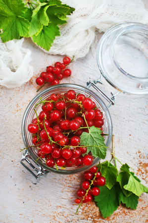 red currant in glass bank, fresh currant Stockfoto
