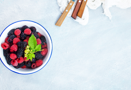 mix berries, fresh berry in the bowl