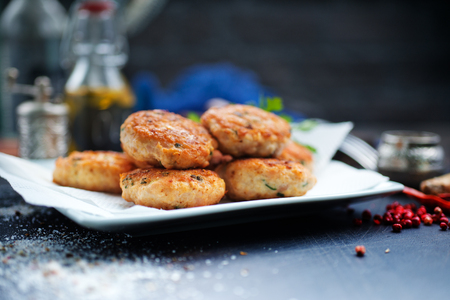 chicken cutlets, fried cutlets on white plate Stok Fotoğraf - 107483946