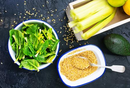 bulgur with spinach, raw bulgur and fresh spinach Фото со стока
