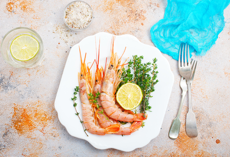 boiled shrimps with fresh lemon and spice Banco de Imagens