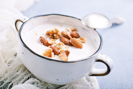 Sour cream with sugar and nuts, desert with nuts Imagens