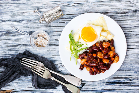 fried bean with fried eggs on plate for breakfast Stockfoto