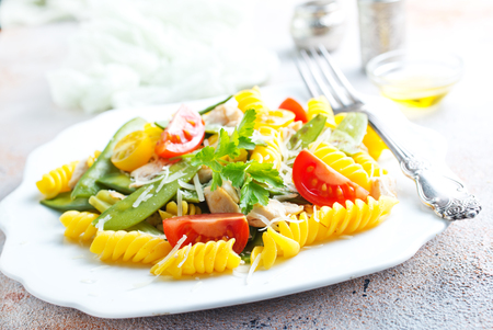 pasta with grilled chicken meat, vegetables and cheese Imagens