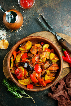 baked vegetables in bowl on a table Banco de Imagens